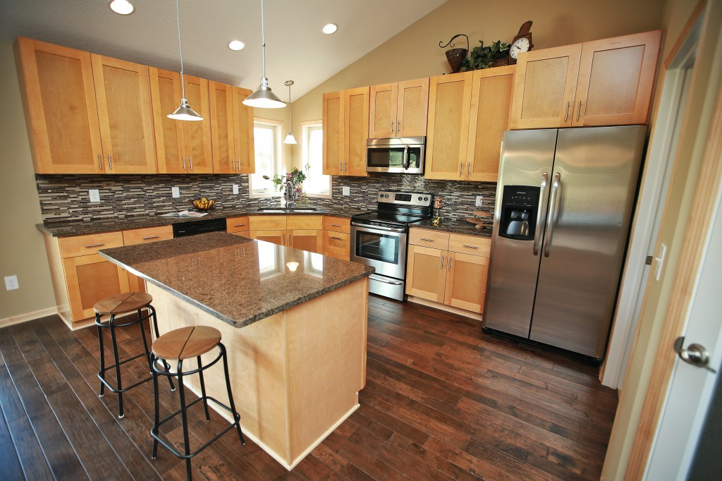 Quality northern maple kitchen cabinets in minneapolis usa for Kitchen cabinets usa