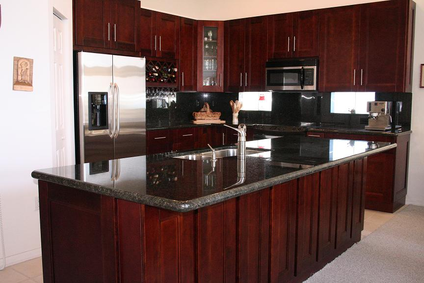 White and cherry shaker kitchen cabinets in minneapolis usa for Cherry kitchen cabinets