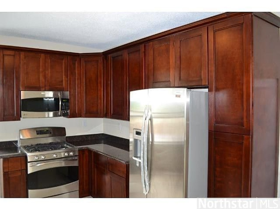 White and cherry shaker kitchen cabinets in minneapolis usa for Kitchen cabinets usa