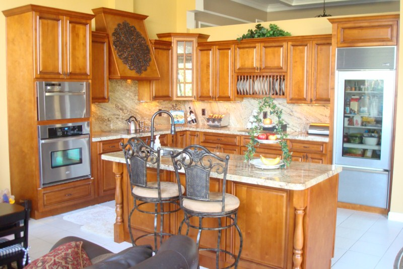 Glazed rta maple kitchen cabinets in minneapolis usa for Best thing to line kitchen cabinets