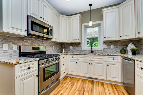 Remodel your kitchen with modern rta kitchen cabinets in usa for Antique white usa kitchen cabinets